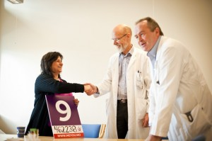 Maria presents nine days' worth of fundraising to Drs Mella and Fluge.(Image courtesy of Haukeland Hospital)